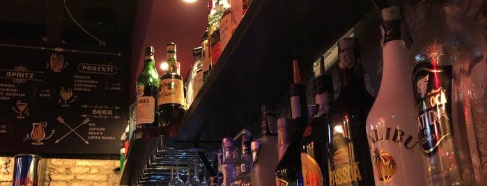 Bar La Parolaccia & Sons is one of Posti che sono piaciuti a Göktuğ.