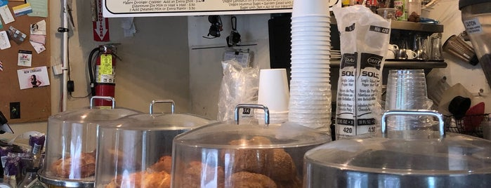 Good News Cafe is one of James : понравившиеся места.