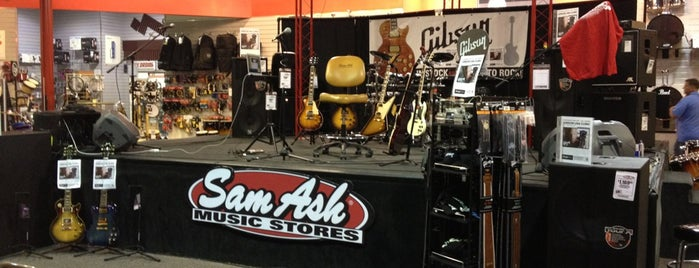 Sam Ash Music Store is one of Posti che sono piaciuti a Aljon.