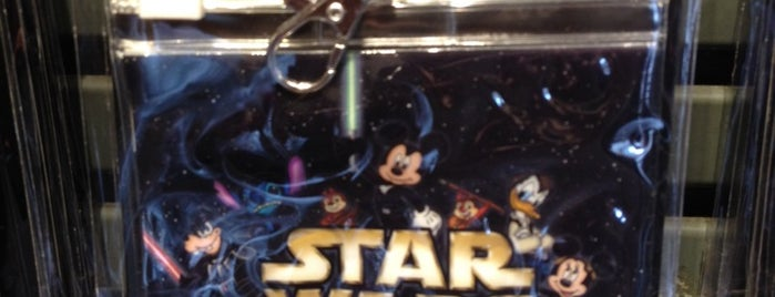 Disney's Pin Traders is one of Posti che sono piaciuti a Aljon.