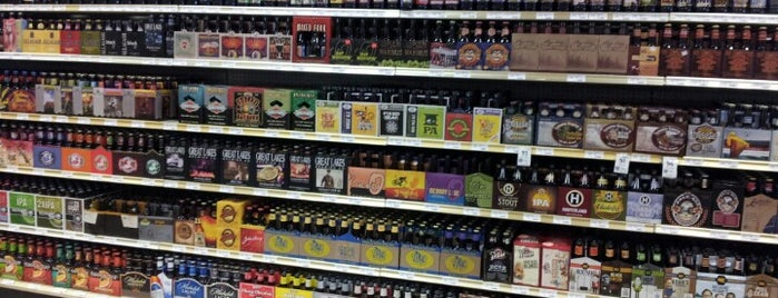 Binny's Beverage Depot is one of Posti che sono piaciuti a Mark.