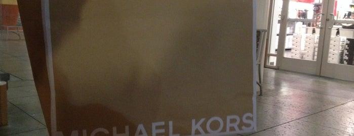 Michael Kors Outlet is one of Locais curtidos por Martina.