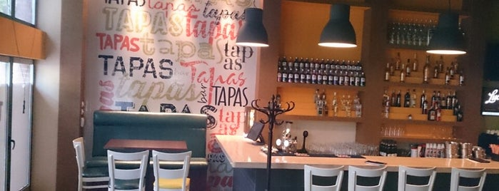 Tapas is one of Lieux qui ont plu à Ivan.