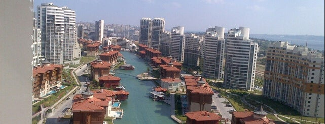 Bosphorus City is one of Cafe.