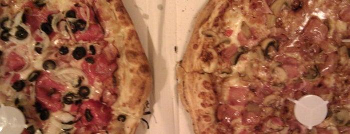pizzerias carlos is one of Irene'nin Beğendiği Mekanlar.