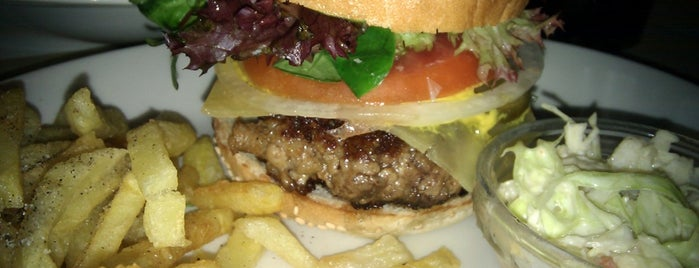 Home Burger Bar is one of Ireneさんのお気に入りスポット.