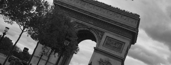 Apple Champs-Élysées is one of Lugares favoritos de Esra.