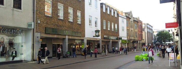 Marks & Spencer is one of Lugares favoritos de Nilo.