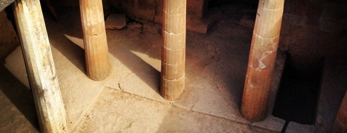 Tombs of the Kings is one of Lieux qui ont plu à Leonard.