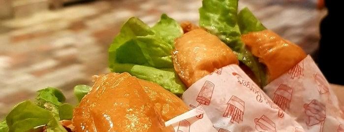 Betty's Burgers is one of Tempat yang Disukai Oonagh.