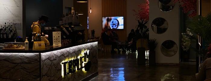 Triple M Cafe is one of Locais salvos de Queen.