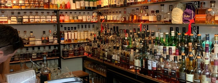 Whisky Den is one of สถานที่ที่ Mike ถูกใจ.