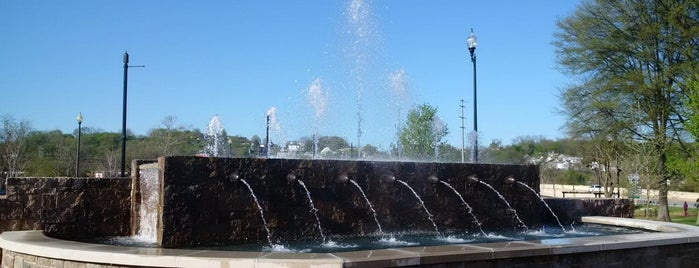 JTI Fountain is one of Mackenzieさんのお気に入りスポット.