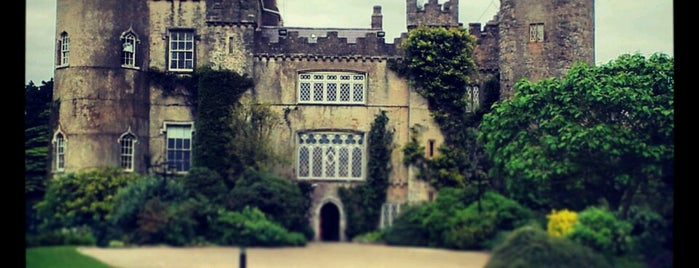 Malahide Castle Park is one of Lugares favoritos de Will.
