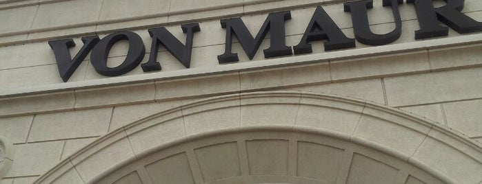 Von Maur is one of Meghanさんのお気に入りスポット.