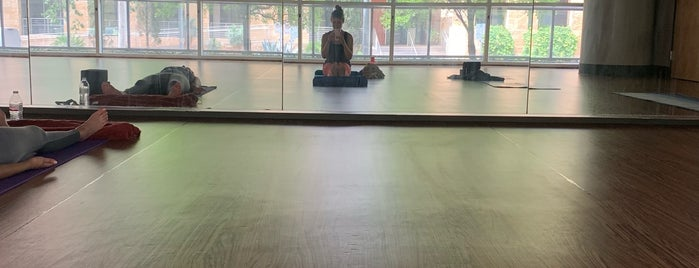 CorePower Yoga is one of Tempat yang Disukai Stacy.