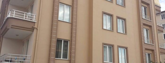 evde is one of Tempat yang Disimpan Yalçın.