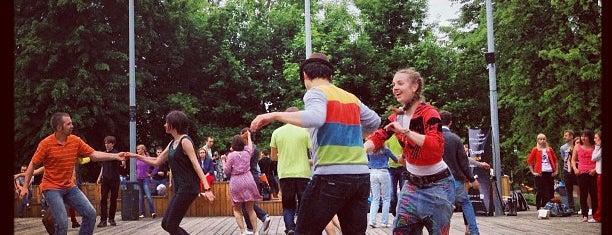 Танцевальная площадка is one of Lieux sauvegardés par Таня.