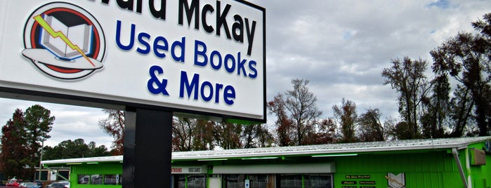 Edward McKay Used Books & More is one of Lugares favoritos de Latonia.