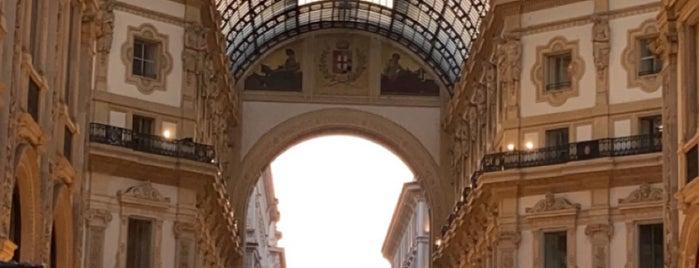 Terrazza Duomo 21 is one of Milán.