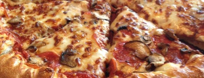 Pizza Hut is one of Lugares favoritos de Monica.
