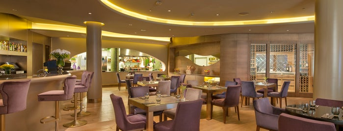 Veranda Restaurant & Lounge InterContinental Istanbul is one of Posti salvati di Husniye.