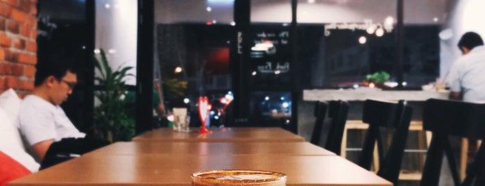 CoffeeMeDarling is one of Cafés.