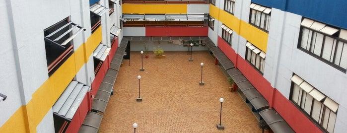 Área 1 is one of สถานที่ที่ Adriana ถูกใจ.