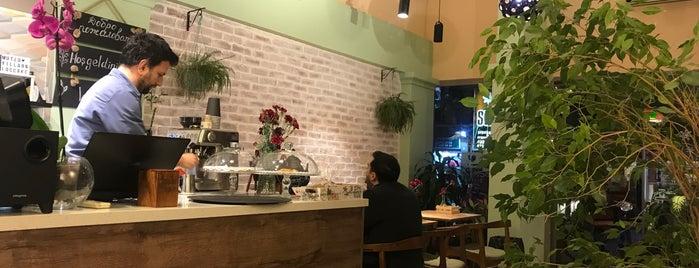 Loccake Cafe & Cakes is one of izmir.