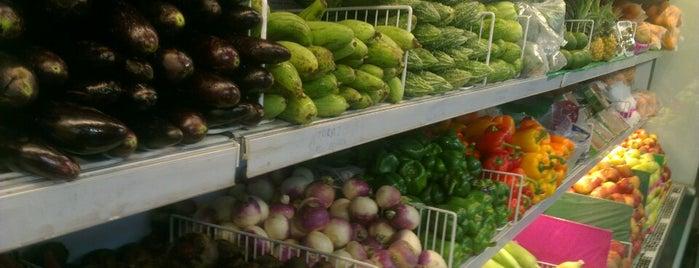 Naheed Super Market is one of สถานที่ที่ Junnaid ถูกใจ.