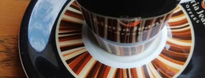 Gloria Jean's Coffees is one of Tempat yang Disukai ahmet.