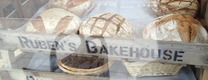 Ruben's Bakehouse is one of Locais curtidos por Simone.
