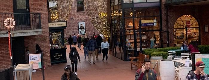 The Original Ghirardelli Ice Cream & Chocolate Shop is one of สถานที่ที่ David ถูกใจ.