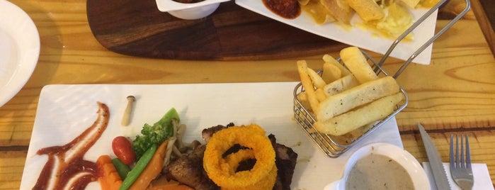 Flavours Kitchen is one of สถานที่ที่ Rahmat ถูกใจ.