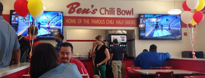 Ben's Chili Bowl is one of Tempat yang Disukai Rob.