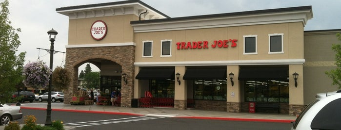Trader Joe's is one of Lugares favoritos de John.