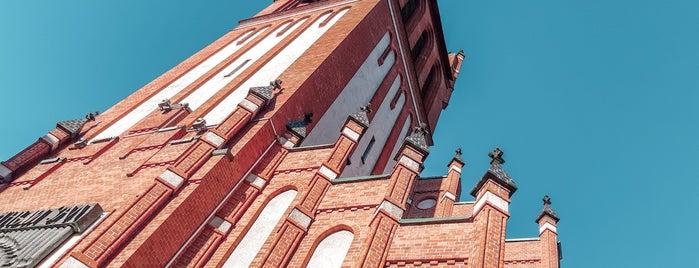 Кирха Святого Семейства is one of A: сохраненные места.