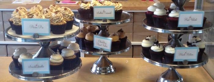 Flavor Cupcakery is one of Lieux qui ont plu à Samantha.