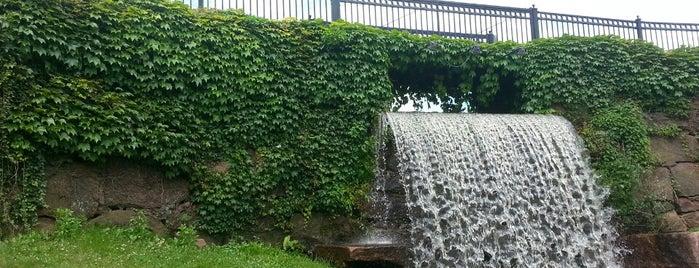 Hubbard Park is one of Locais curtidos por Lindsaye.