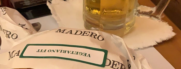 Madero Steak House is one of Lugares favoritos de Tuba.