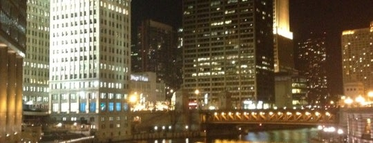 Chicago Riverwalk is one of vacation hot spots.
