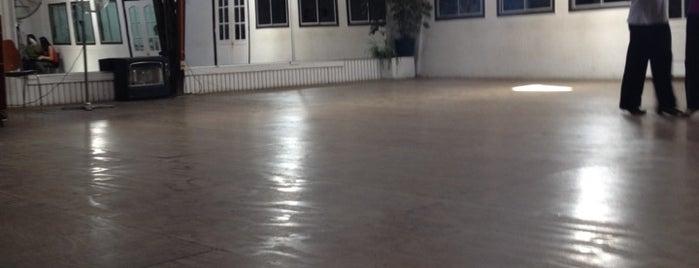 Academia de Baile José Luis Tejo is one of สถานที่ที่ Cristian ถูกใจ.