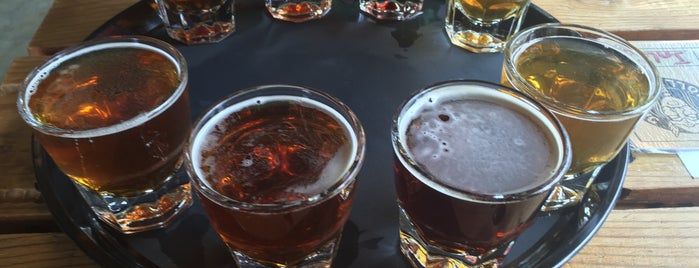 Valhöll Brewery is one of Orte, die Drew gefallen.
