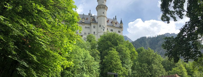 Schloss Neuschwanstein is one of Locais curtidos por Drew.