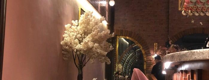 La Flor Lounge is one of Lieux sauvegardés par Queen.