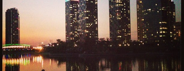 Songdo Central Park is one of Locais curtidos por Meri.