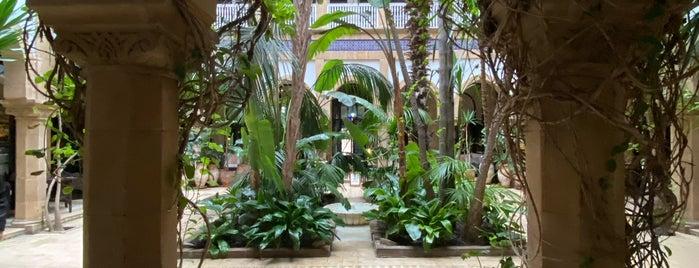 L'Heure Bleue Palais is one of สถานที่ที่บันทึกไว้ของ Tom.