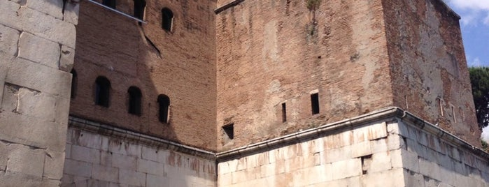 Porta San Sebastiano is one of Supova in Roma.