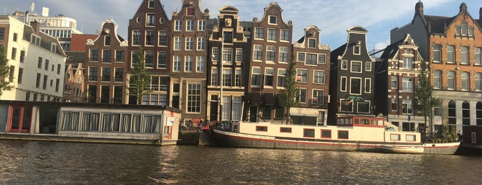 Open Boat Tours Amsterdam is one of Locais curtidos por Dennis.