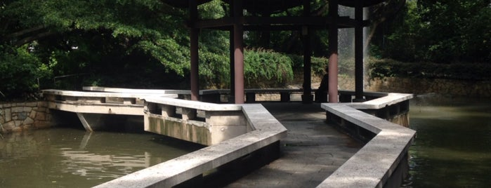 Kowloon Park is one of Lugares favoritos de Jane.